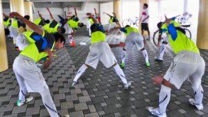 浜松東高校サッカー部ストレッチの様子